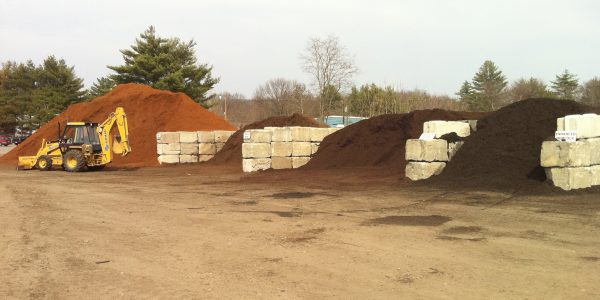 Our Bark Mulch and Mulch products are of the highest quality sourced from the New England area. We sell a variety of products ranging from our own natural black (made here in our yard) to premium hemlock bark mulch from Maine.